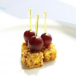 Сырный кубик в ореховой панировке с виноградом на шпажке